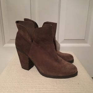 NWOT Vince Camuto ankle Booties
